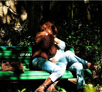 kiss_park_bench