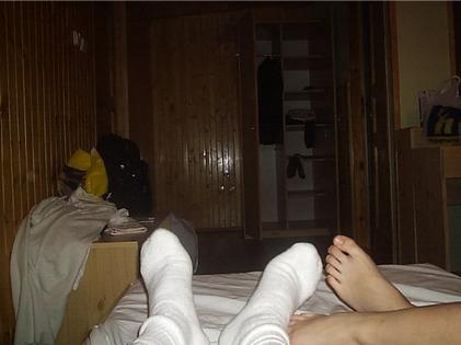 feet_socks_bed