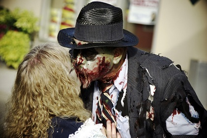 halloween_zombies_kiss