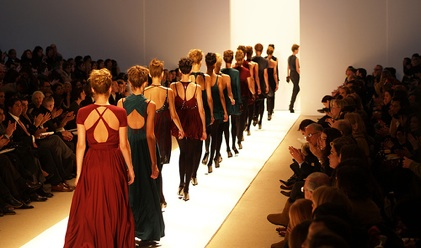 models_runway_fashion